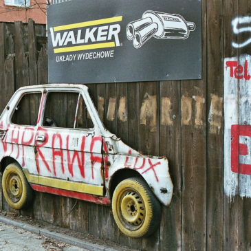 Niecodzienna reklama warsztatu samochodowego przy ul.Szwedzkiej 43