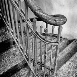 Wileńska 25 – jedna kamienica, różne klatki schodowe
