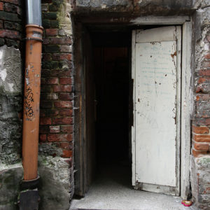 Drzwi wejściowe do klatki schodowej w oficynie