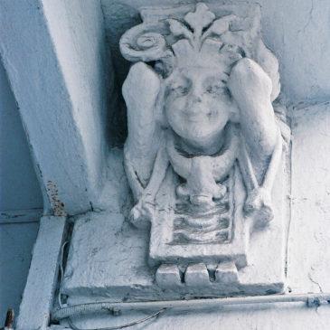 Ul.Skaryszewska 15 rzeźby