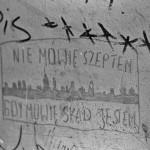 Napisy naklatce schodowej przy ul.Stalowej 28/30