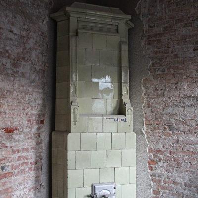 Piękny piec w jednym z mieszkań we frontowej części kamienicy. - Jagiellońska 22