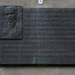 Brzeska 19 - tablica pamiątkowa