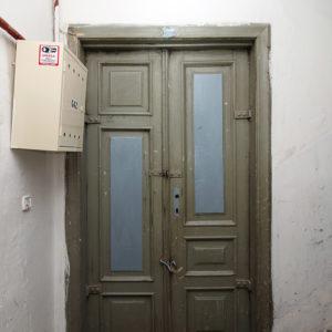 Drzwi dojednego zmieszkań