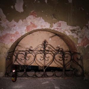 Zdobiona barierka woknie ostatniego półpiętra, niestety już zaginęła :( Dobrze, żeocalała chociaż nafotografii, może ktoś kiedyś się pokusi ojej odtworzenie...