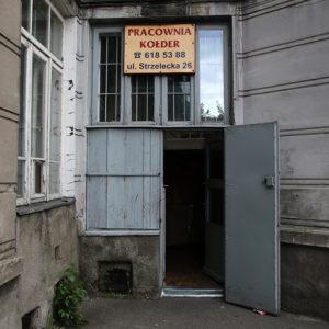 Pracownia kołder w podwórzu, dziś przeniesiona na ul. Kawęczyńską.